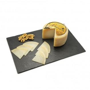 Sugerencia presentación en plato queso de Albarracín de oveja-Agustín Delicatessen